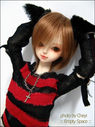 [照片][孩子們] 小迡小貓貓XDDDD +  穿新衣服的小春華vvvv